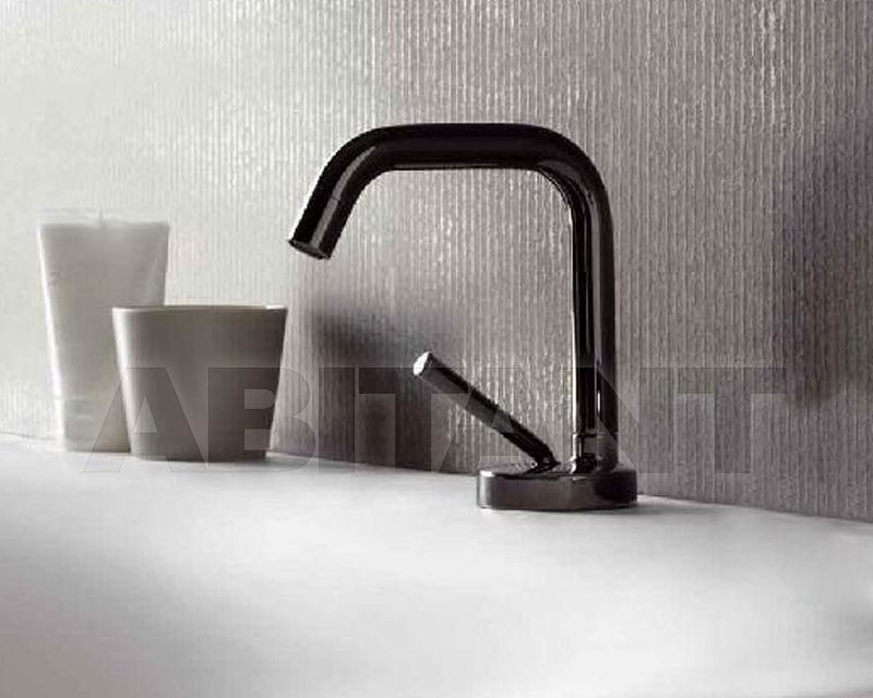 Черный смеситель в ванную купить Полотенцесушитель водяной Margaroli Sole 442-5 золото