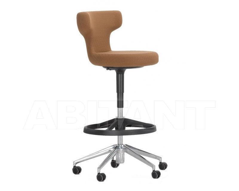 Купить Барный стул Pivot Vitra. 2016 421 010 00